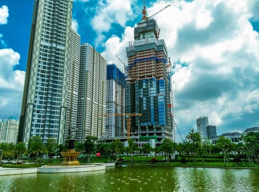nhìn sang tòa nhà có độ cao thứ 10 trên thế giới đang dần hình thành